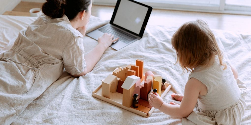 10 Practical Tips for Moms Juggling Kids and Studying
